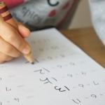 成績不振は小学生にとってストレス!?子供が劣等感を感じるその前に