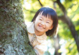 小学校教師のやりがいとなる小学生の笑顔