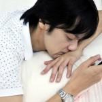 寝る前のスマホ・パソコンは睡眠に悪影響!?【眠れない夜に悩む方へ】