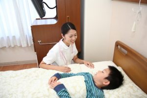 患者さんと信頼関係を築けて仕事のやりがいを感じる看護師