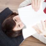 寝る前に読書をする時、眠りを誘いやすい体勢は?|寝つきの悪さを改善しよう!