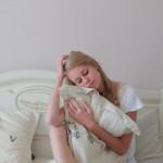 【熟睡感がない、眠りが浅い方へ】熟眠障害の6つの症状と特徴|自分の症状をチェックしよう!