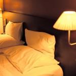 安眠に最適な枕の高さの目安は?高い枕と低い枕のデメリットとは