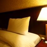 枕の硬さで肩こりを解消できる!?固い枕と柔らかい枕どっちが良いの?