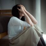 その涙、もしかするとうつの初期症状かも?職場や電車の中で泣くのが止められない方へ